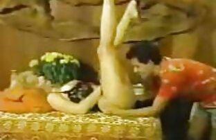 Bellissimo lesbiche giocare con un bagnato video porno di gruppo e rasato fighe