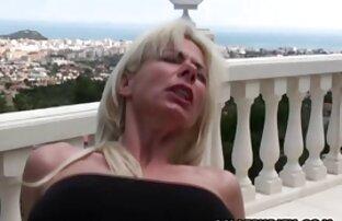 Un videoporno italiani gratis giovane uomo scopa una bellezza matura con un cazzo di grasso