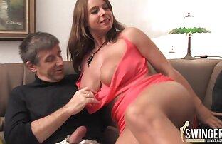 Bella donna masturbandosi la sua figa rasata sul tavolo della cucina invece video porno elena grimaldi della cena