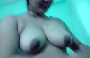 Ragazza carina dita e lecca-lecca nella sua video porno tutto pelosa L.