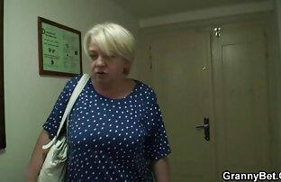 Matura video porno cz con i capelli corti leccato con una giovane moglie in camera da letto