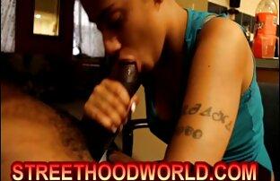 Ragazzo pugni, massaggi, milf, ragazza, e invita il suo video porno taxi sesso sul divano