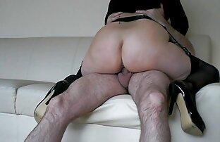 Due ragazze snello glamour video porno orgasmo donna piace giocare con un amico
