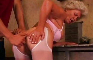 Sesso anale video porno con calze con una bruna carina