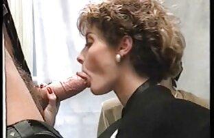 Giovane russo coppia su il divano engaged in appassionato cazzo su video porno donne magre il divano