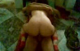 Curve moglie diffusione lei gambe in anteriore video porno donne con animali di lei marito