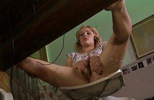 Legato bruna succhia un video porno trans belle cazzo lungo in POV